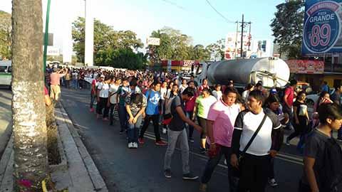 Marchan Maestros en Tapachula Contra la Ley de Seguridad Interior y Reformas