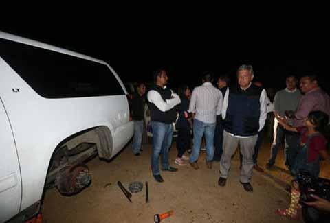 Ponchan Llantas de Camioneta de AMLO en Chiapas