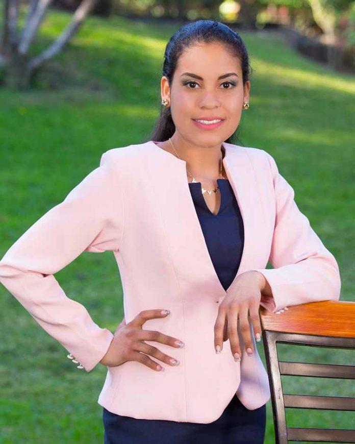 Karla Santos, Ingeniera Industrial.