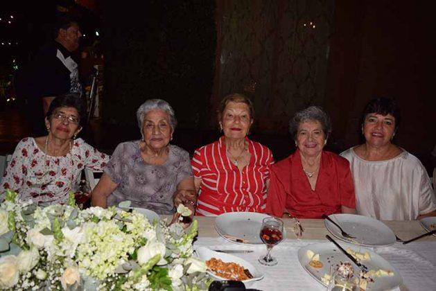 Patricia Gutiérrez, Dora de Schroeder, Cielito de López, Elsa de González, Linda de González.