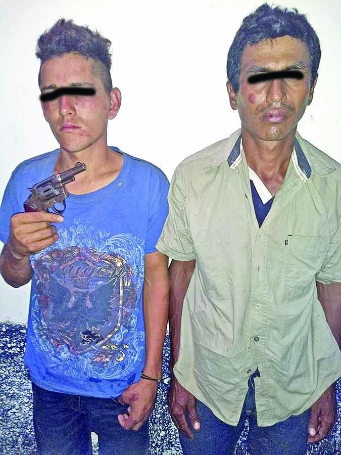 Detienen a dos Asaltantes Luego de Persecución Policiaca
