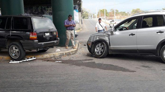 Camionetas Destrozadas en Aparatoso Choque