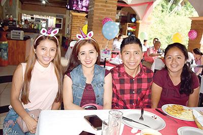 Yulisa Espinoza, Karla Michel, Julio Ortiz, Sharon Pérez.