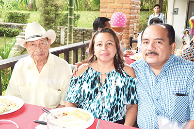 Lucio Hernández, Sonia Hernández, Andrés Reynoso.