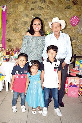 Dulce Hernández, Hermenegildo Hernández, Ithan Verdugo, Aitana Bravo, JeanCarlos Verdugo.