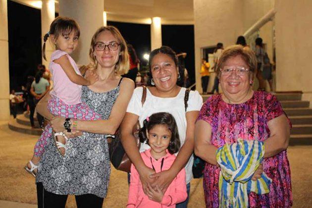Inés Calderón, Arianne Dor, Ana Pacheco, Martha Marcos, Ana Soriano.