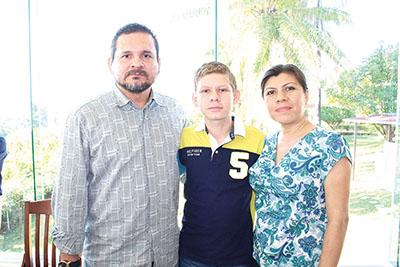Erick Arriaga, Erick E. Claudia Méndez.