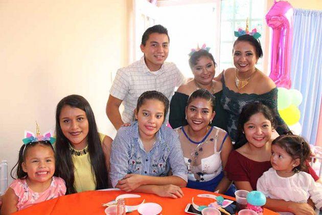 Kendra Sánchez, Oyuki Sánchez, Cristal Espinoza, Dania Mandujano, Karen Pérez, Mía Herrera, Fernando Samayoa, Itzayana Guadalupe, Cinthia Mandujano.