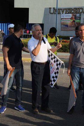 Pedro Bodegas, director del Centro de Estudios Avanzados, dio la bienvenida a los atletas universitarios.