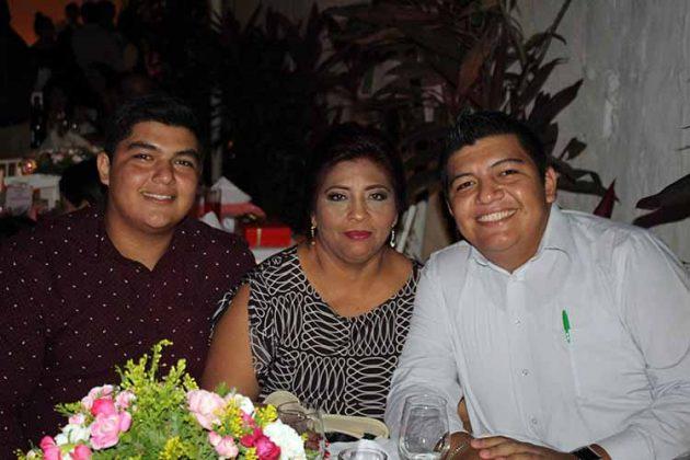 Gustavo Cruz, Leticia de la Rosa, Didier Cruz.