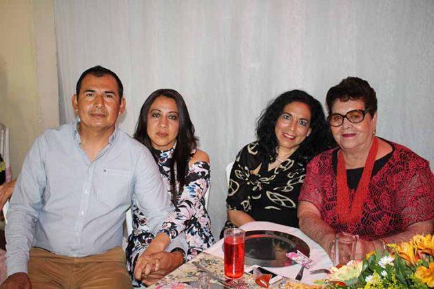 Víctor Ruiz, María Regalado, Carmen Ibarra, Delfina Guzmán.