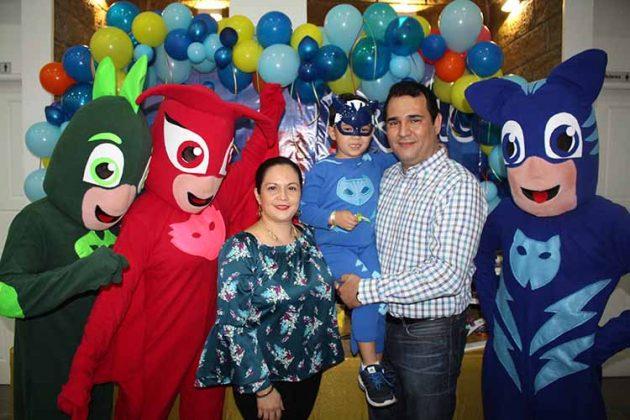 Lily Ocaña, Jorge Alejandro, Jorge López.