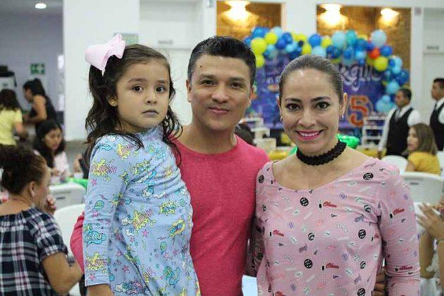 Juan Francisco Liy, Luna Yumei, Vero Tavernier.
