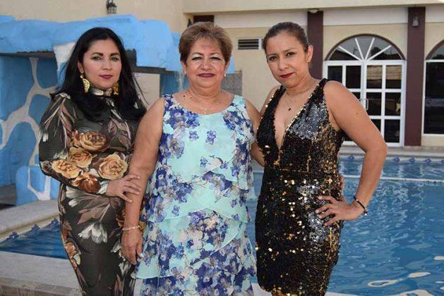 La festejada junto a sus herederas: Mónica Martínez y Ana Luisa Martínez.