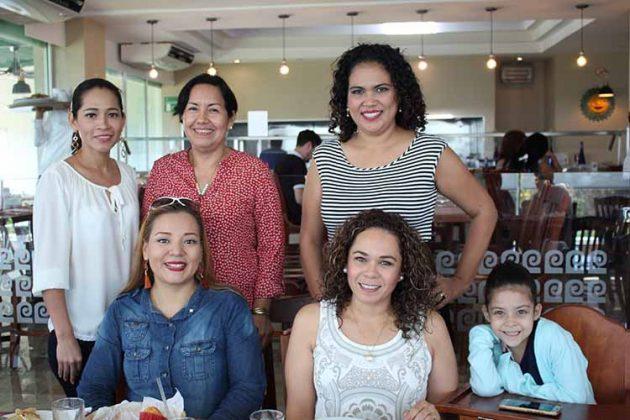 Logsalen Fuentes, Elisa Lira, Elizabeth Morales, Yensuni Yáñez, Valentina Calcáneo, Ana Velasco.