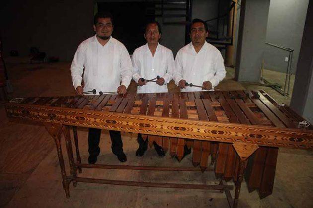 Alex Soto, Andrés Santos, Felipe de León, Marimba Folklórica de Tapachula.