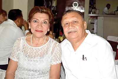 Yadira Robledo, Roberto de los Santos.