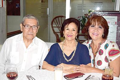 Carlos Correo, Yoly de Correa, Yoly Correa.