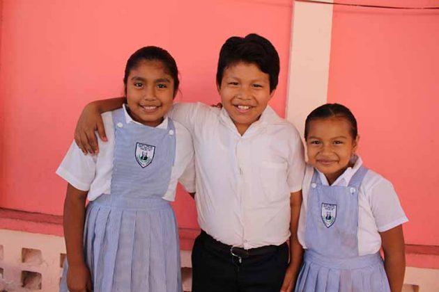 Paulette Martínez, Luis Roa, Sofía López.