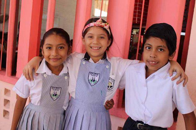 Aylin Cabrera, Paulina Ochoa, Carlos Zarate.