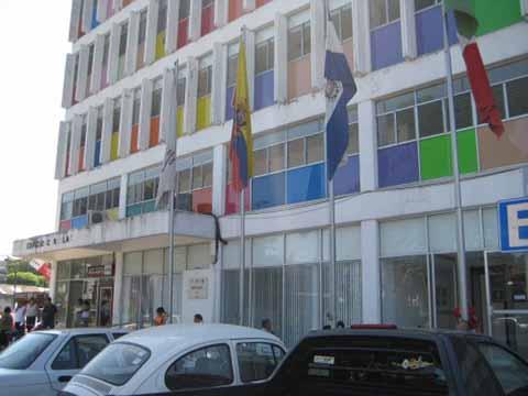 Edificio Consular, de Diplomático a Obsoleto, Precario y Lleno de Basura