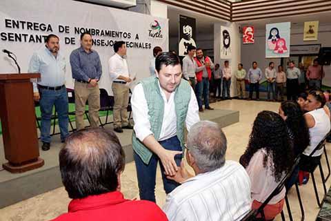 Entrega Fernando Castellanos Nombramientos a Representantes de Consejos Vecinales