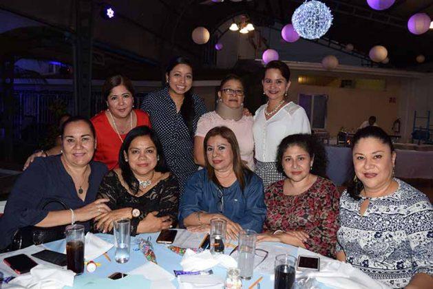 Laura Lara, Tere Saavedra, Rocío Cueto, Araceli Cano, Xochitl Zúñiga, Miriam Morales, Claudia Coutiño, Laura Penagos, Angélica Joo.