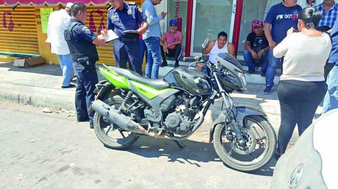Motociclista Sufrió Accidente al Rebasar