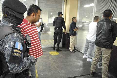 Detienen a Policías en Guatemala Por Tráfico de Drogas, Homicidio y Robos