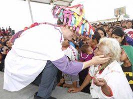 """Junto a pueblos indígenas, conmemora Gobernador el Día Internacional de la Lengua Materna. En tanto en los municipios de Aldama y Tenejapa entregó """"Bienestar, Apoyo a Jefas de Familia"""" y paquetes escolares."""