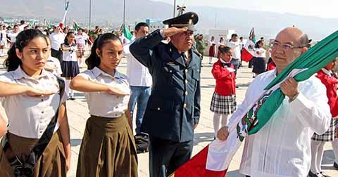 Gobierno del Estado Destaca a la Bandera Nacional Como Lazo de Identidad y Unidad