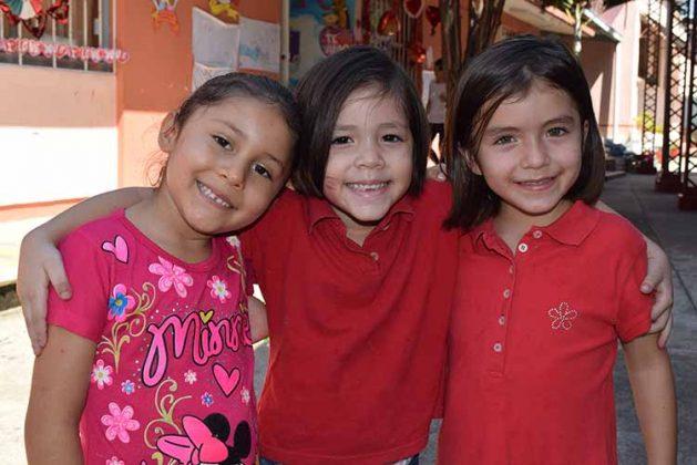 Madelin Fernández, Erika mikery, Hanna Muñoz.