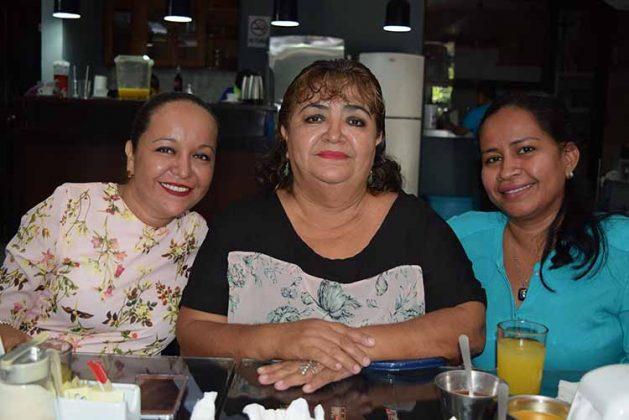 Itzia Martínez, Griselda Villarreal, Nely Citalán.