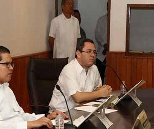 El presidente del Instituto de Elecciones y Participación Ciudadana, Osvaldo Chacón Rojas, informó que la solicitud que hicieron los seis partidos políticos para registrar una candidatura común para las elecciones de éste 1º de julio, está contemplada en el Código y Calendario Electoral.