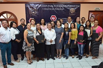 Entregan en la UNACH Documentos a Egresados de Programas de Educación a Distancia