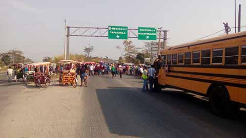 Realizan Bloqueos en la Frontera, Exigen Reconstrucción de Escuelas