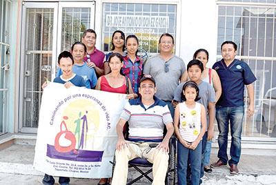 Integrantes de la Asociación con los beneficiarios.