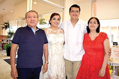 Rogelio Contreras, Brianda, Rogelio, Marlene Soria.