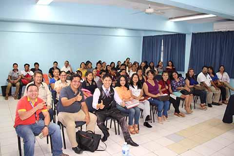 """""""Emprendimiento y Servicio"""" las Conferencias en la UNACH"""