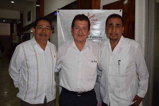 Ramón Ruiz, presidente del Colegio; Mario Barrios, presidente electo; Juan Escutia, viicepresidente de la Norma de Desarrollo y Control de la Calidad.