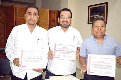 Juan Escutia, Marco Elías, Romeo Morales.