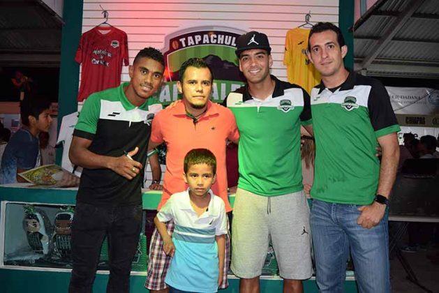Jimmy González, Javier González en la foto con Edgar Bárcenas, William Massari, Diego de la Torres.