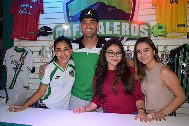 Issela Altúzar, William Massari, Marili Soto, Montse Fierros.