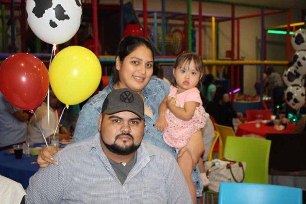 Jonathan, Lupita, Frida Morales.