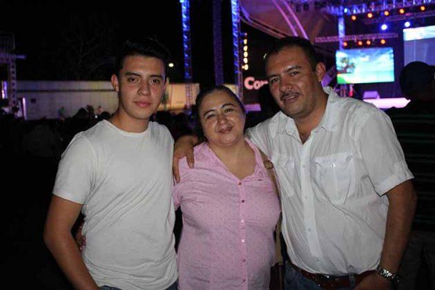 Daniel, Maribel, José Escobar.