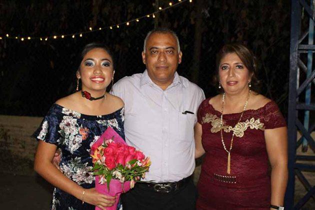 Viviana, David Escobedo, Mary Sánchez.