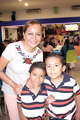 Itzia Martínez, Gael, Diego Victorio.