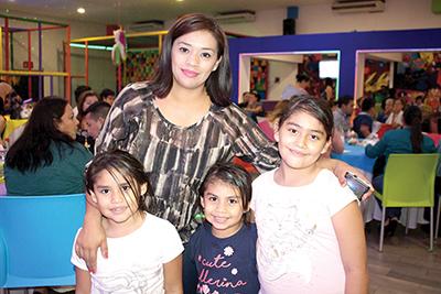 Sofía, Gabriela, Isabella, Valeria Robledo.