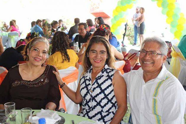 Rubí Escobar, Gloria Calderón, Agustín Saynes.