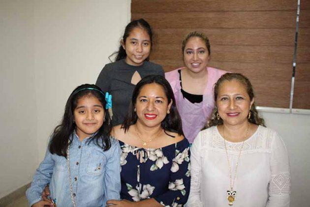 Ángela Méndez, Ángela Reyes, Mónica, Georgina, Georgina, Guadalupe Zepeda.